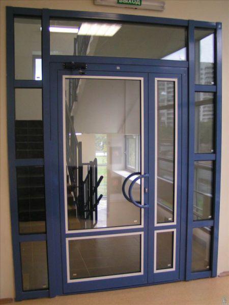 двери распашные из профиля входные